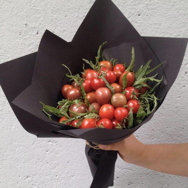 Овощной букет из помидоров