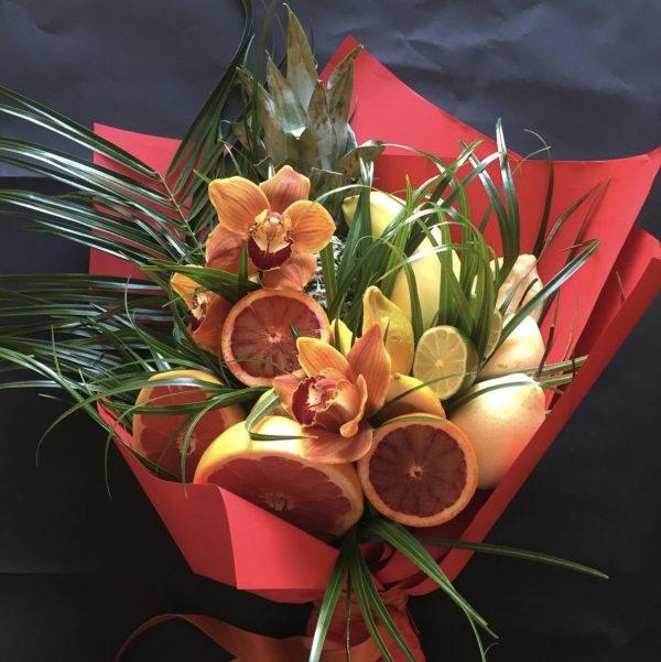 Букет из орхидей и фруктов