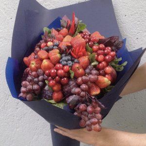 Огромный ягодный букет «Марсель» — Букеты из клубники
