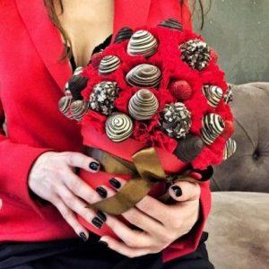 Клубника в шоколаде «Мэгги» — Съедобные букеты