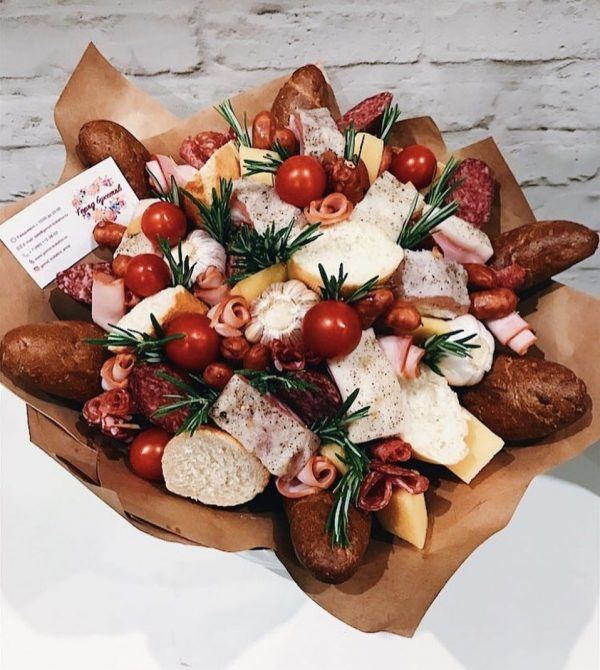 Букет-банкет с сыром и колбасой