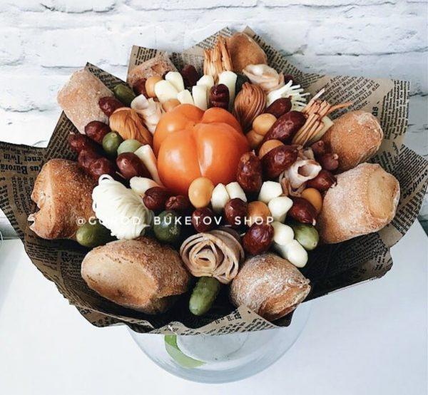 Букет-банкет с колбасой и хлебом — Букеты из колбасы для мужчин