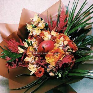 Арт-Букет из цветов и фруктов