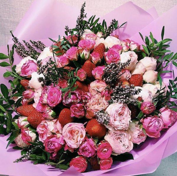 Арт букет из роз и клубники