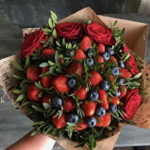 Букет из ягод с грядки