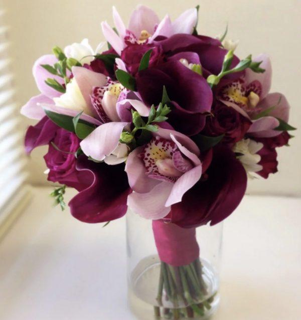 Букет из калл и орхидей