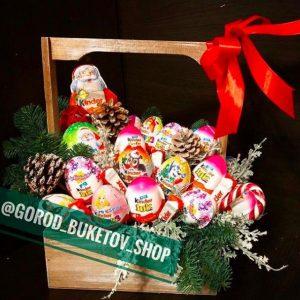 Новогодний набор из киндер сюрпризов — Букеты из сладостей