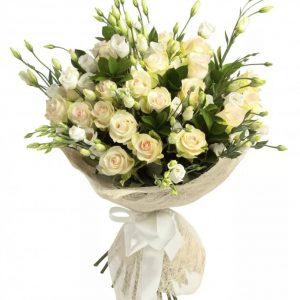 Букет из эустом и кустовых роз — Букеты цветов