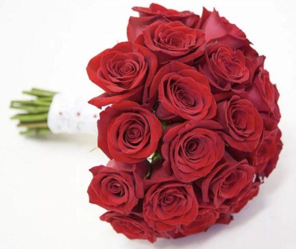 Свадебный букет из красных роз — Свадебные букеты