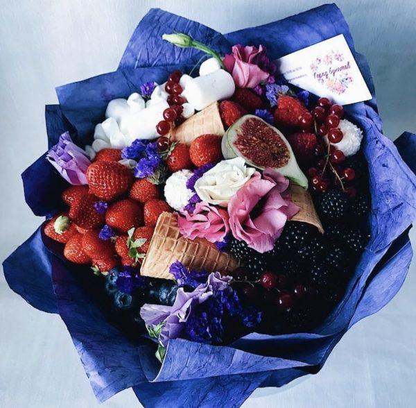 Прекрасный букет из ягод  «Амстердам»