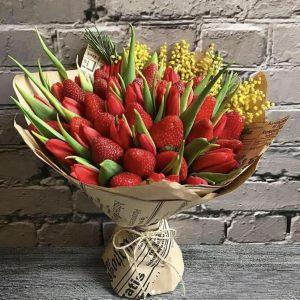 Букет из клубники и тюльпанов — Акции и скидки