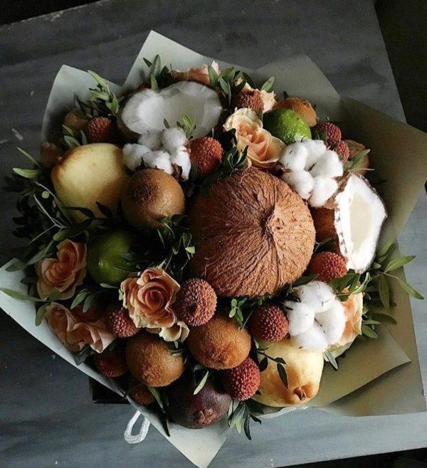 Фруктовый букет с кокосом