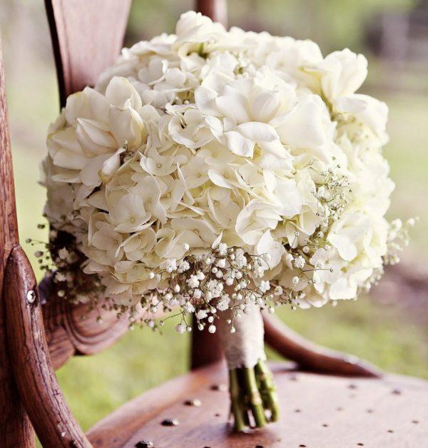 Букет невесты из белых гортензий