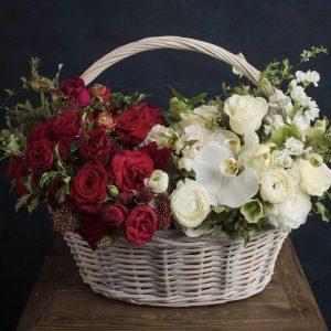 """Корзина с цветами """"Красное и белое"""""""