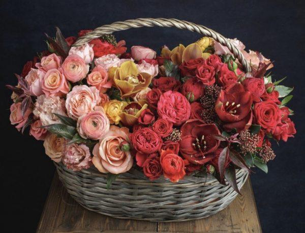 """Корзина с цветами """"Арт-авеню"""""""