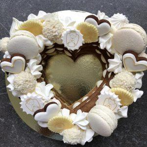 Торт-сердце на крестины