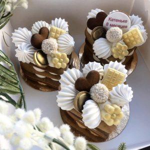 Мини-торт пирожное со сладостями