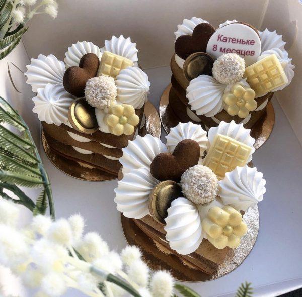 Мини-торт пирожное со сладостями — Кондитерские изделия