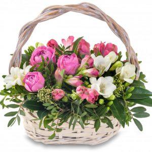 Нежный букет из альстромерий и роз — Альстромерии