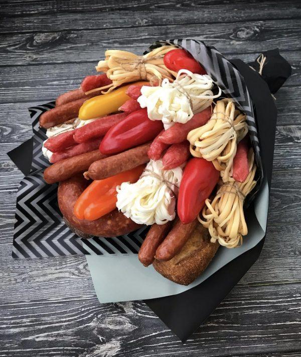 Мужской букет из колбасы и сыра