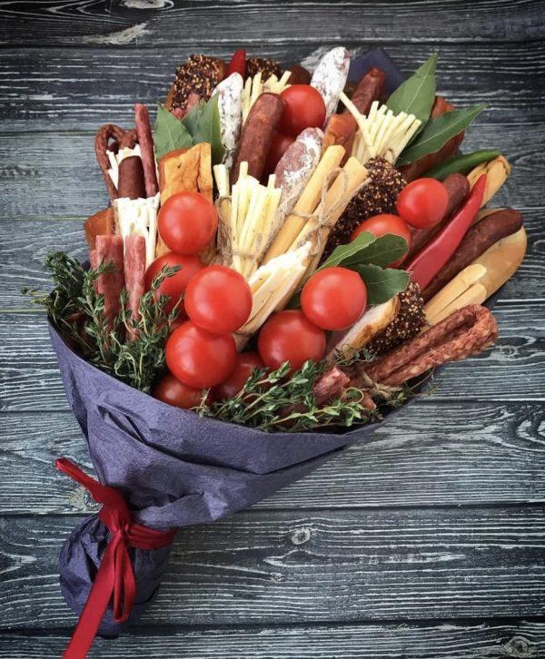 Букет из пряностей и колбасок — Мужские букеты