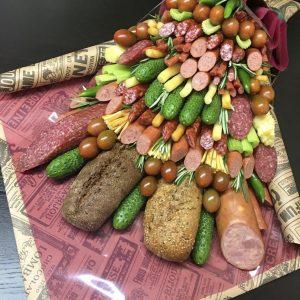 Большой букет из колбасы