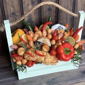 Ящик с колбасой и сыром — Мужские букеты