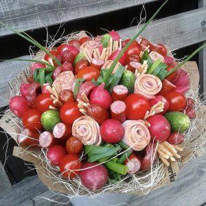 Букет из овощей и колбас