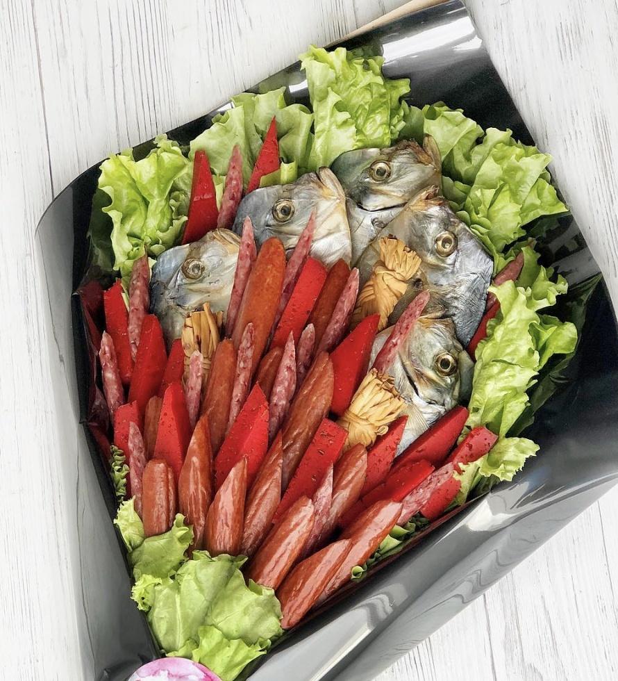Букет из рыбы и колбасок | Город букетов