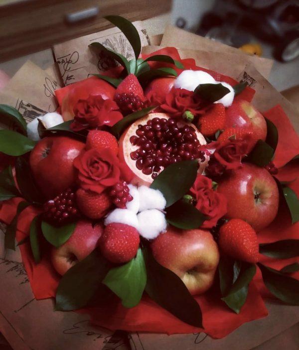 Букет из граната и яблок — Букеты из фруктов