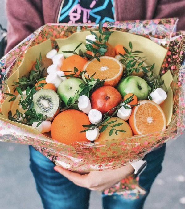 Букет из яблок и апельсинов