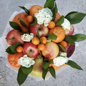 Букет из яблок и мандаринов