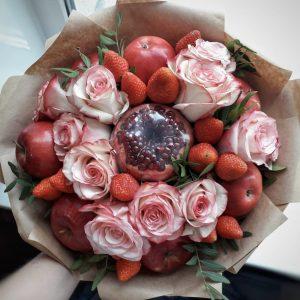 Букет из яблок и роз