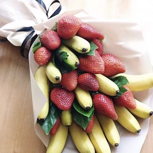 Букет из клубники и бананов