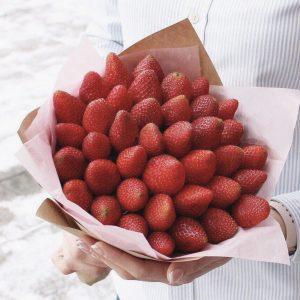 Букет из 1 кг клубники — Акции и скидки