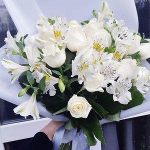 Букет из белых альстромерий — Альстромерии