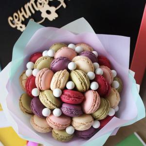 Букет на 1 сентября «Макаронс» — Букеты из сладостей
