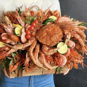 Огромная композиция из морепродуктов