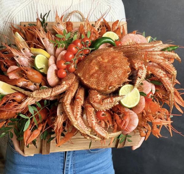 Огромная композиция из морепродуктов — Букеты из креветок для мужчин