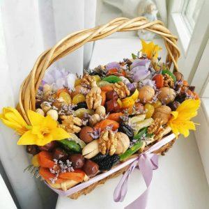 Подарочная корзина «Бешкент» — Орехи и сухофрукты