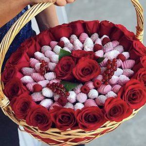 Корзина «Клубника в шоколаде» — Букеты цветов