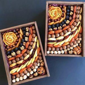 Ящик с сухофруктами и орехами — Мужские букеты