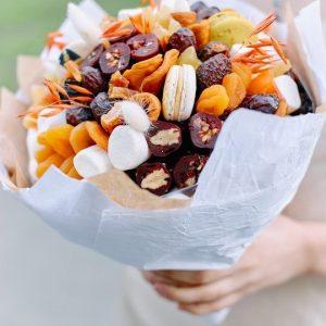 Букет из сладостей и сухофруктов — Орехи и сухофрукты