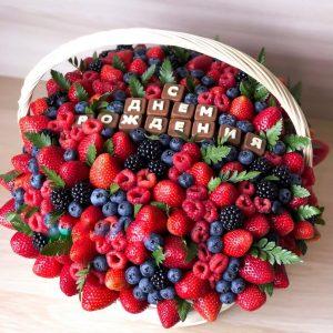 Ягодная корзина из ягод и шоколада — Съедобные букеты