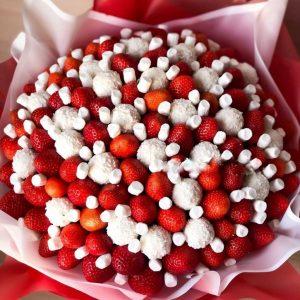 Микс из рафаэлло и клубники — Съедобные букеты
