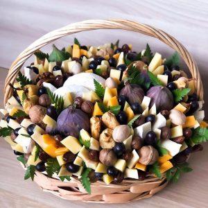 Корзина с сыром и орешками — Акции и скидки