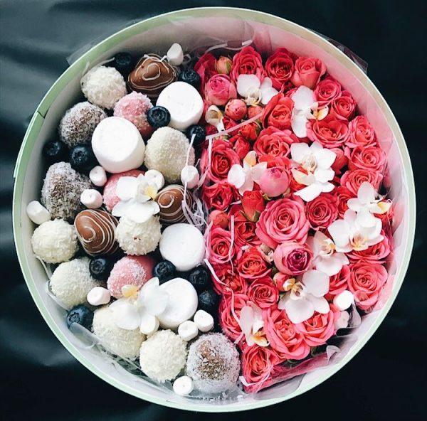 Розы с клубникой в шоколаде — Клубника в шоколаде