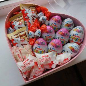 Коробка со сладостями «Киндер» — Детские букеты