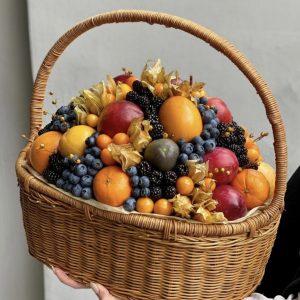 Корзинка с экзотическими фруктами — Композиции