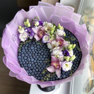 Букет из голубики и цветов — Съедобные букеты